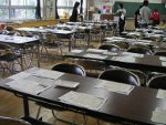 小学校親子陶芸開催前の教室